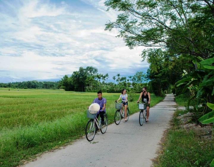 Hue cycling tour to Thanh Toan Bridge