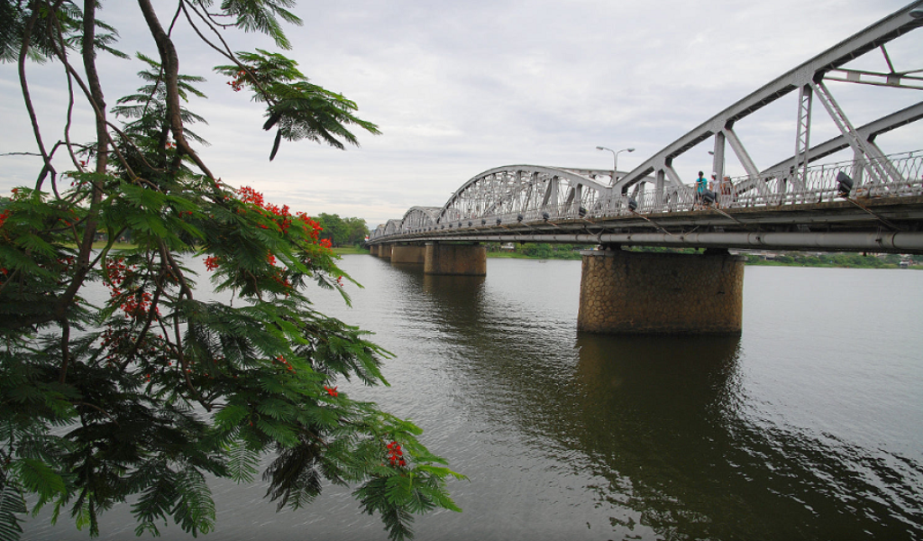 Truong Tien Bridge Hue- Best Hue City Tour Travel