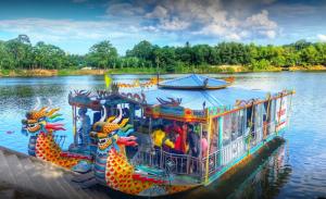 Hon Chen Temple- Best Hue City Tour Travel